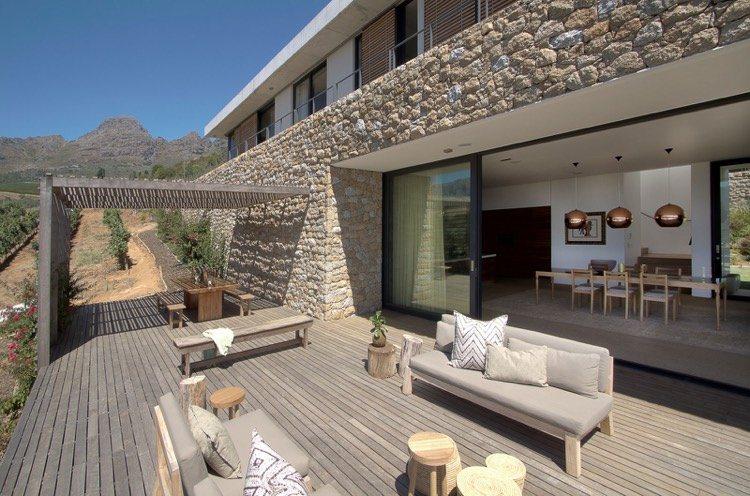 Terrasse pour maison en pierre maison fran ois fabie for Style de jardin exterieur