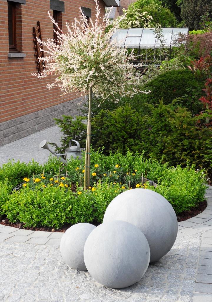 Boule jardin deco maison fran ois fabie for Boule metal deco jardin